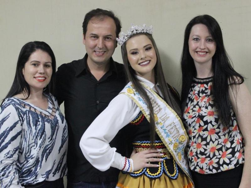 Eleita como Rainha da Festa do Boi Ralado Candidata que representou a AEI e CDL